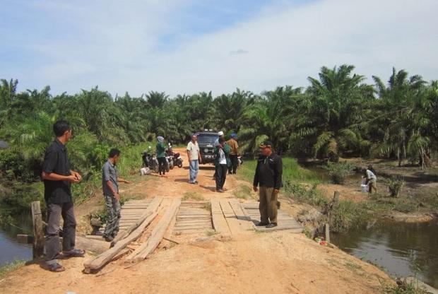 jalan tanah Sungai Bahar