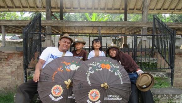 foto keluarga di Tenganan Pegringsingan