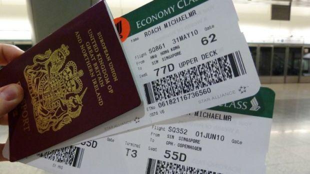 tiket pesawat dan paspor Inggris