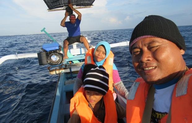 naik perahu di Lovina