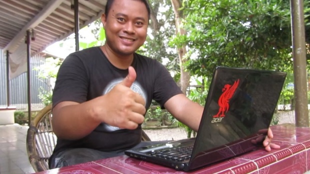 Eko Nurhuda with Acer Aspire E1-442