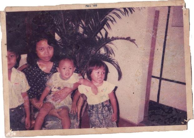 foto keluarga di Plaju, 1988