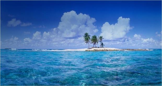 Sebuah pulau kecil di tengah Laguna Funafuti, Tuvalu.
