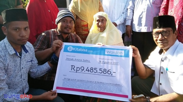 penyerahan donasi untuk Nenek Amina Sabtu