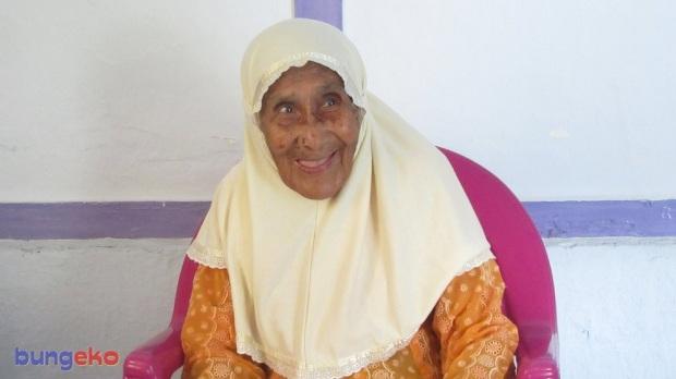 Nenek Amina Sabtu