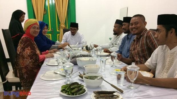 Makan malam bersama Sultan Tidore dan Permaisuri
