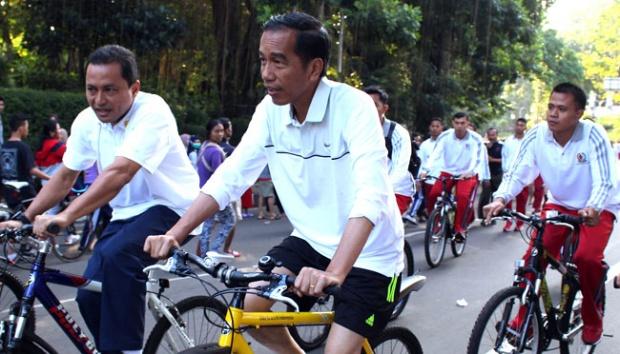 Presiden Jokowi bersepeda