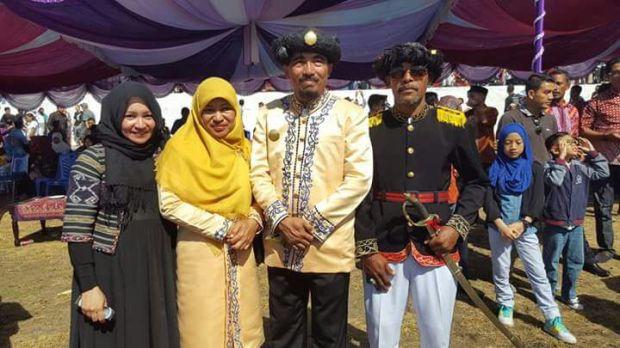 Ci Anita Gathmir bersama Sultan Tidore