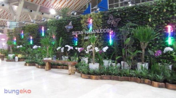 Taman buatan di Bandara Sultan Hasanuddin