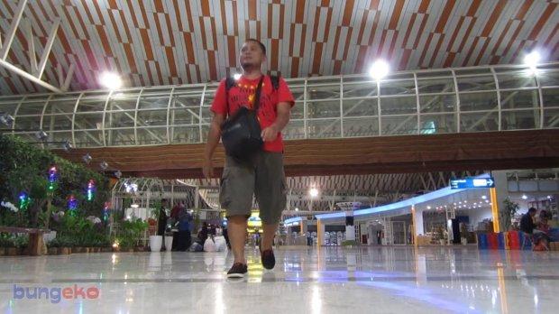 Berjalan di Bandara Sultan Hasanuddin