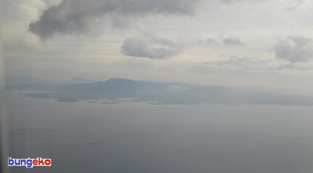 Pemandangan dari atas pesawat Makassar-Ternate