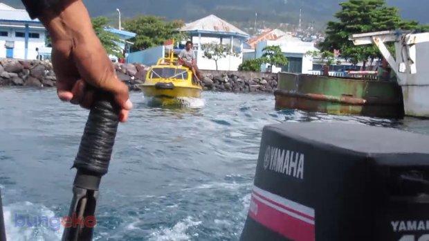 Speed boat meninggalkan Pelabuhan Perikanan Nusantara Ternate