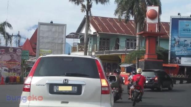 Tugu di tengah Kota Ternate