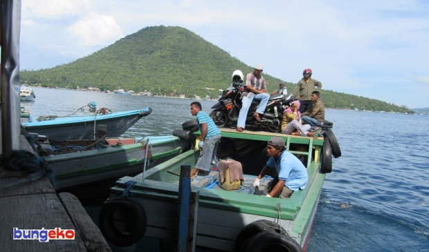 Motor kayu merapat di Pelabuhan Rum Balibunga, Tidore