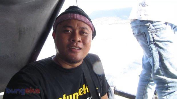 Selfie di atas speed boat
