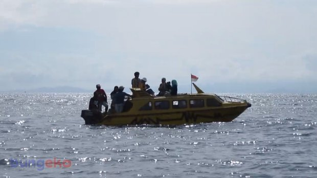 Speed boat kuning
