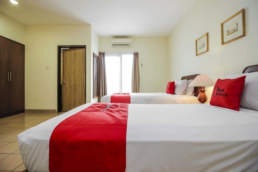 hotel-pitagiri-twin-bed-room (2)