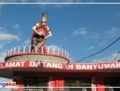 Patung Gandrung di Pantai Watudodol