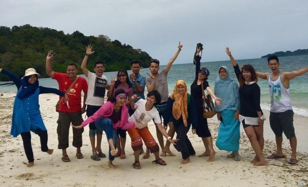 foto bareng di Pulau Tangkil
