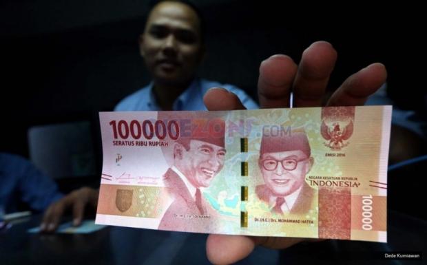 uang Rp100.000